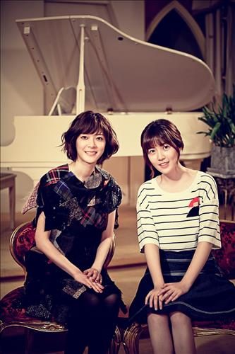 Ueno Juri, left, with Shim Eun-kyung.