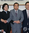 The rival parties stuck a deal over the long-disputed Sewol ferry bill Tuesday. (Yonhap)