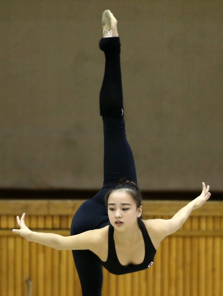 Son Yeon-jae has achieved superstar status in Korea in an obscure world of rhythmic gymnastics without winning in world competition. She'll be out to prove her 'star' billing this week. (Yonhap)