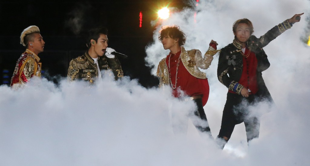 Members of the South Korean boy band 'Big Bang' perform during the closing ceremony for the 17th Asian Games in Incheon, South Korea, Saturday, Oct. 4, 2014. (Yonhap)