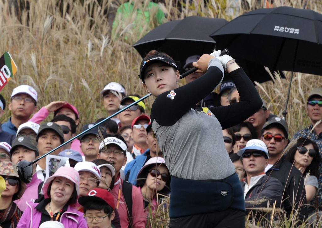 Kyu Jung Baek of South Korea hits out of a bunker on the 9th hole during the final round of the KEB Hana Bank Championship golf tournament at Sky72 Golf Club in Incheon, South Korea, Sunday, Oct. 19, 2014. Baek won a three-way playoff Sunday to claim the LPGA's KEB Hana Bank Championship.(AP Photo/Ahn Young-joon)