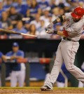 Los Angeles Angels' Josh Hamilton (32) breaks his bat during the fourth inning of Game 3 of baseball's AL Division Series against the Kansas City Royals in Kansas City, Mo., Sunday, Oct. 5, 2014. Hamilton reached first base on a fielders choice. (AP Photo/Travis Heying)