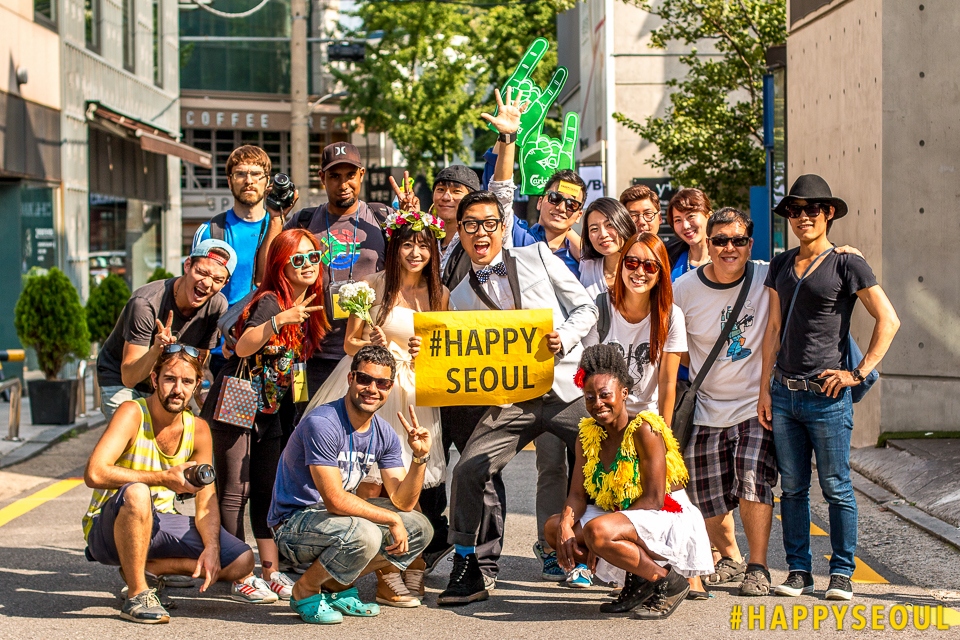 Filmmaker Raoul Dyssell with crew and volunteers during a #HappySeoul shoot