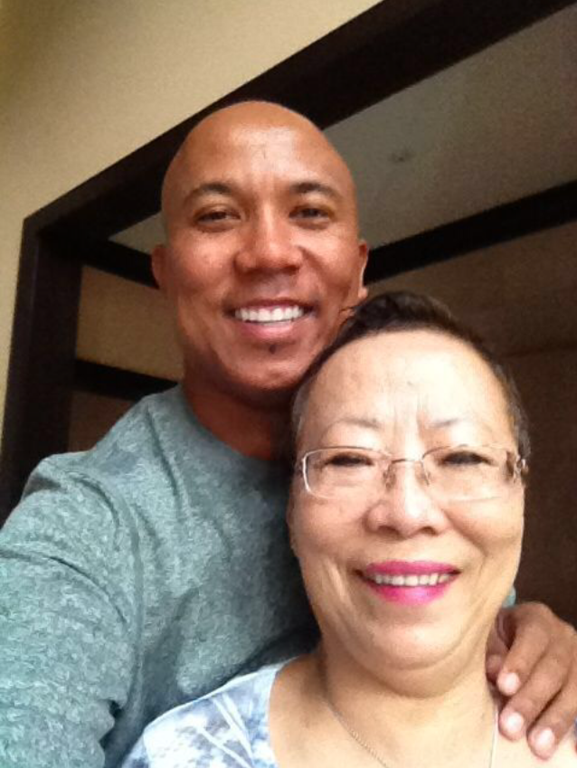 Hines Ward takes a selfie with his mother.