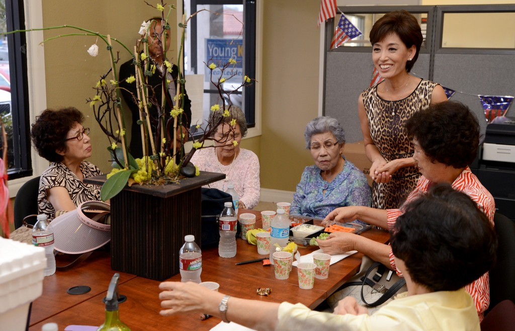 Young Kim meets with community members.