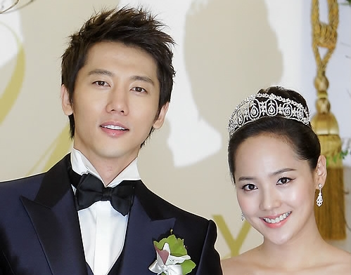 Ki Tae-young and Eugene during their wedding ceremony in July 2011. (Yonhap)