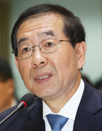 Park Won-soon is receiving mixed reactions from South Korean citizens after openly supporting gay marriage. (Korea Times file)