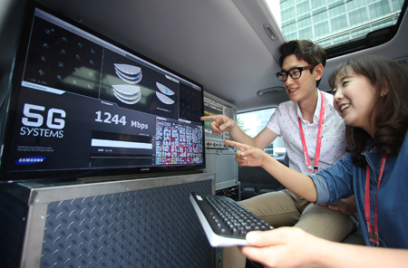 Samsung has achieved record speeds after testing its new 5G mobile network technology.
