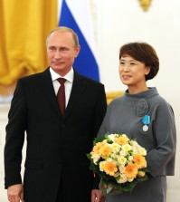 Russia's president Vladimir Putin (L) awards Sun-Min Kim, the general director of the Pushkin House Russian Culture and Education Centre in South Korea, with the Pushkin Medal at a ceremony of presenting state decorations to foreign citizens for strengthening friendship and cooperation with Russia. (Yonhap)