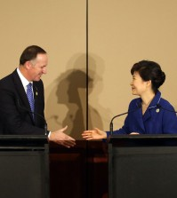 South Korean President Park Geun-hye and New Zealand Prime Minister John Key made the announcement in a joint news conference in Brisbane on the sidelines of a summit of the Group of 20 advanced and emerging economies. (Yonhap)