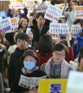 Gay rights opponents protest at Seoul City Hall on November 20, 2014. They blocked a meeting of experts who planned to hold discussions on protecting sexual minorities. (Yonhap)