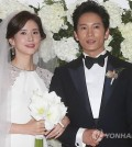 Lee Bo-young and Ji Sung at their September 2013 wedding in Seoul. (Yonhap)