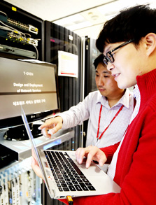 "SK Telecom employees demonstrate the new network virtualization technology ""Orchestration."" (Courtesy of SK Telecom)"