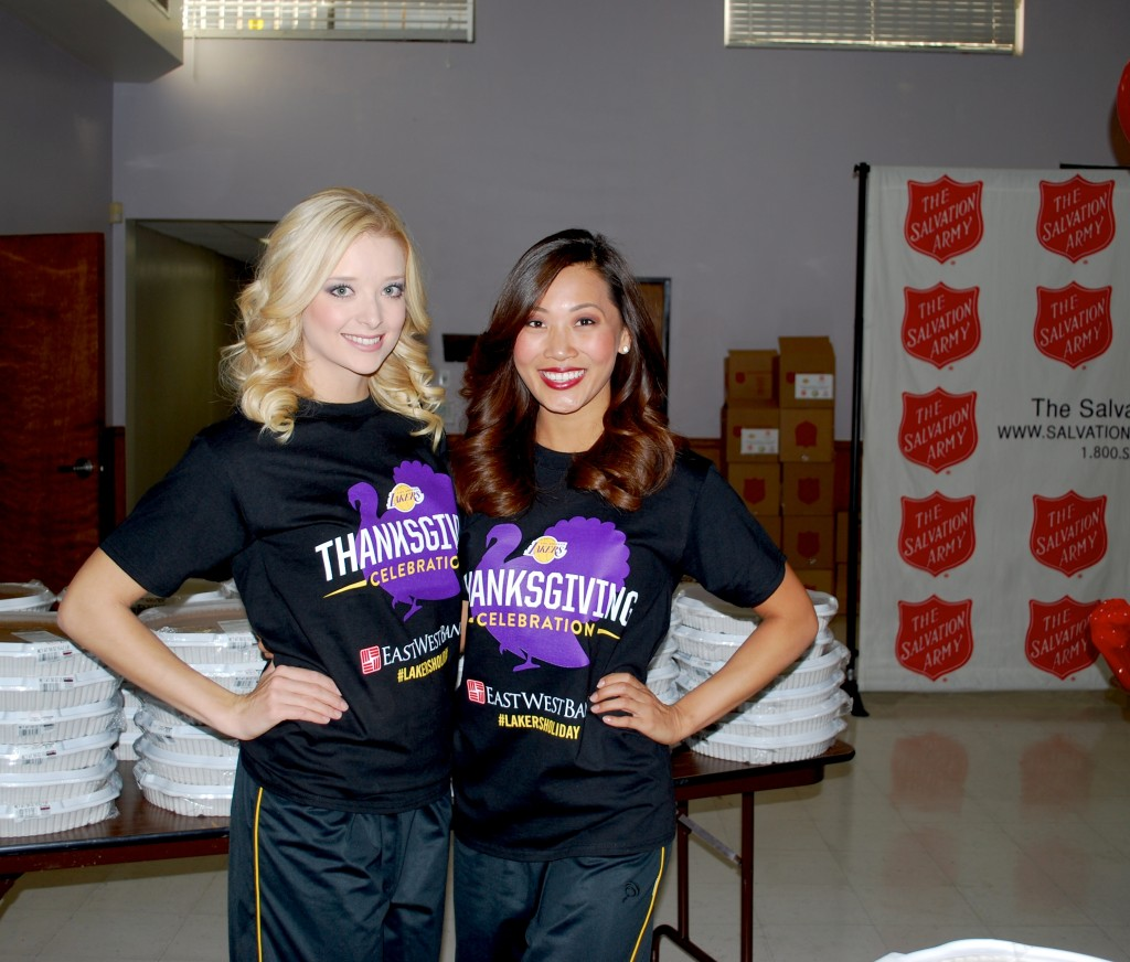 Laker Girls Sujan Pang and Blake Blankenship handed out pies during the event. (Korea Times)