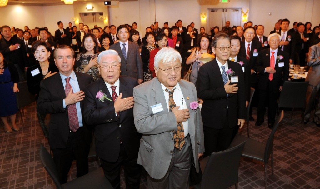 Congressman Ed Royce, second from left, with Bright World Foundation Director Hong Myung-ki, Congressman Mike Honda and The Korea Times CEO Chang Jae-min at the 4th  Korean American Political Conference & Next Generation Leadership Forum Monday night at The Line Hotel. (Park Sang-hyuk/The Korea Times)