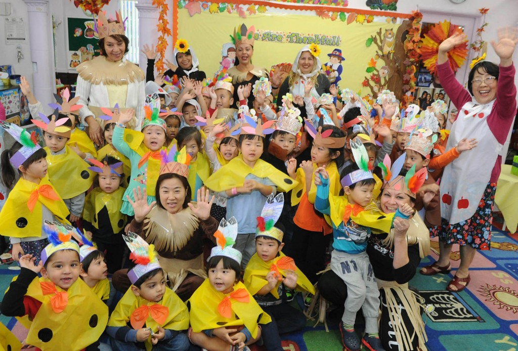 Children dressed up as turkeys Wednesday at Lily Preschool & Kindergarten in Los Angeles' Koreatown. (Park Sang-hyuk/The Korea Times)