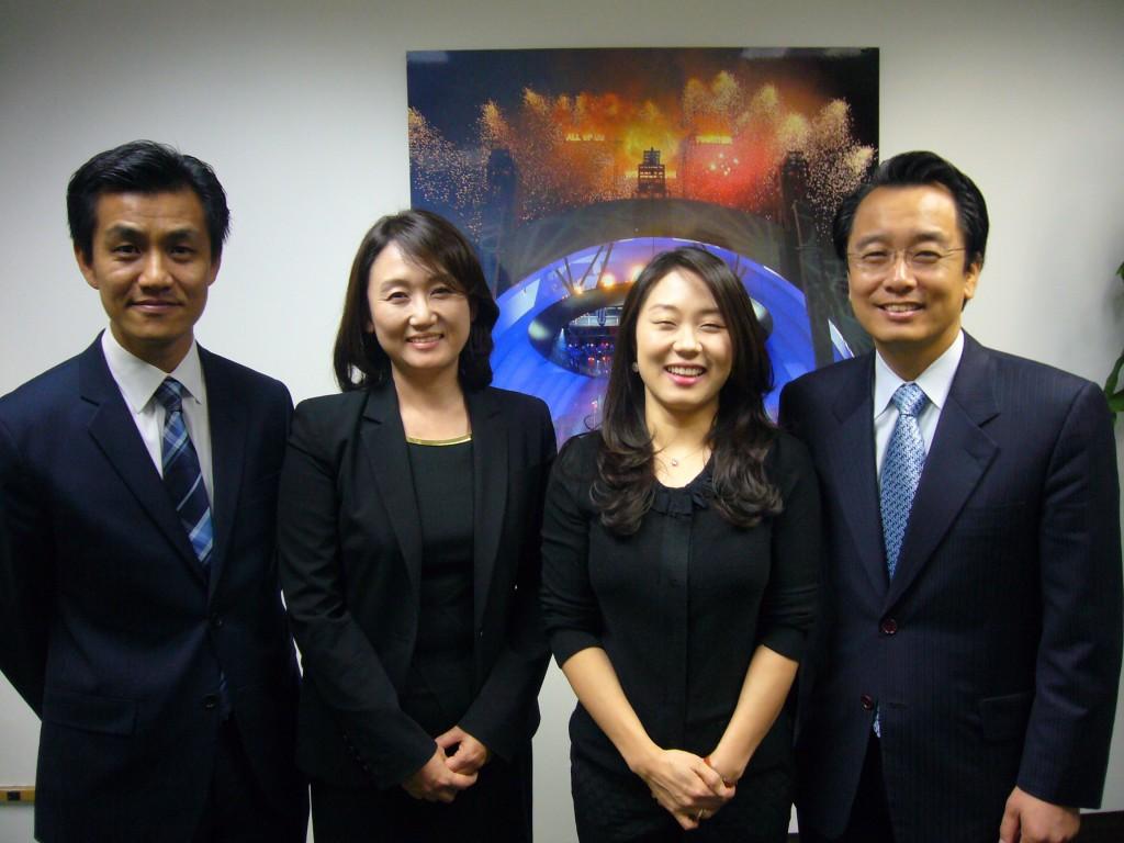 Event organizers Tom Cho, far right, Choi Kyung-eun, Park Hyun-ju, Heo Dong-hyun. (The Korea Times)