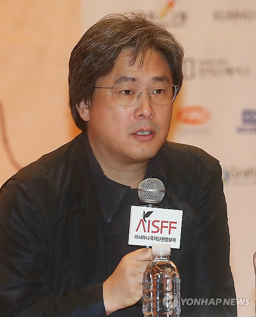 Director Park Chan-wook speaks at the 12th AISFF in Seoul on Oct. 14, 2014. (Yonhap)