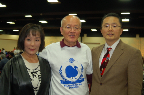 From left to right: Committee members Kim Soon-ran, Lee Jong-hyuk, Jin Duck & Kyung Sik Kim Foundation President Kim Han-il at the 2014 Thanksgiving event.