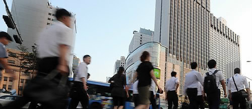 South Korean workers take the least vacation days of 24 countries according to a 2014 study by Expedia.(Korea Times)
