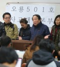 Family members of the sunken ship's crew are pleading their case to reporters. (Yonhap)