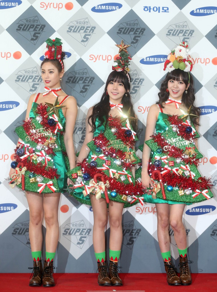 K-pop girl group Orange Caramel showed up dressed like Christmas trees. (Yonhap)