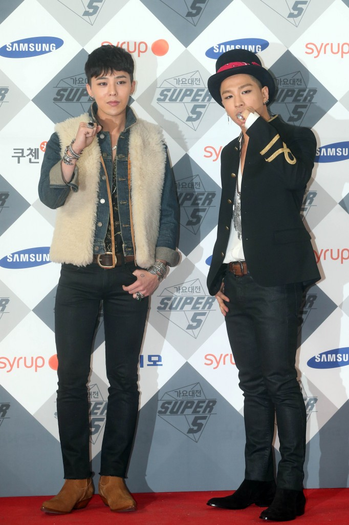 G-Dragon, left, and Taeyang attend the 2014 SBS Gayo Daejun on Sunday. (Yonhap)