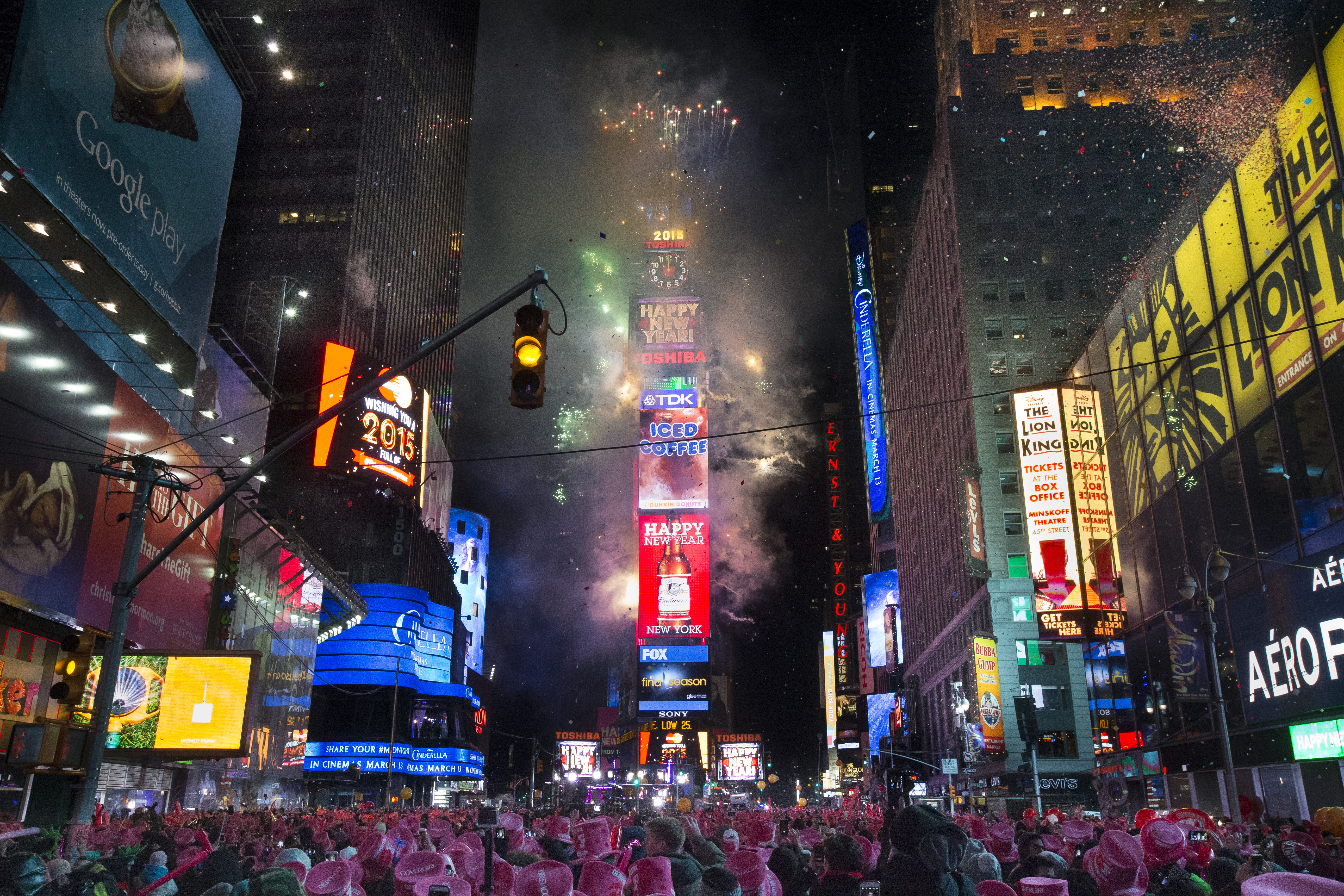 2015 begins shanghai tragedy fireworks elsewhere the for Activities in times square