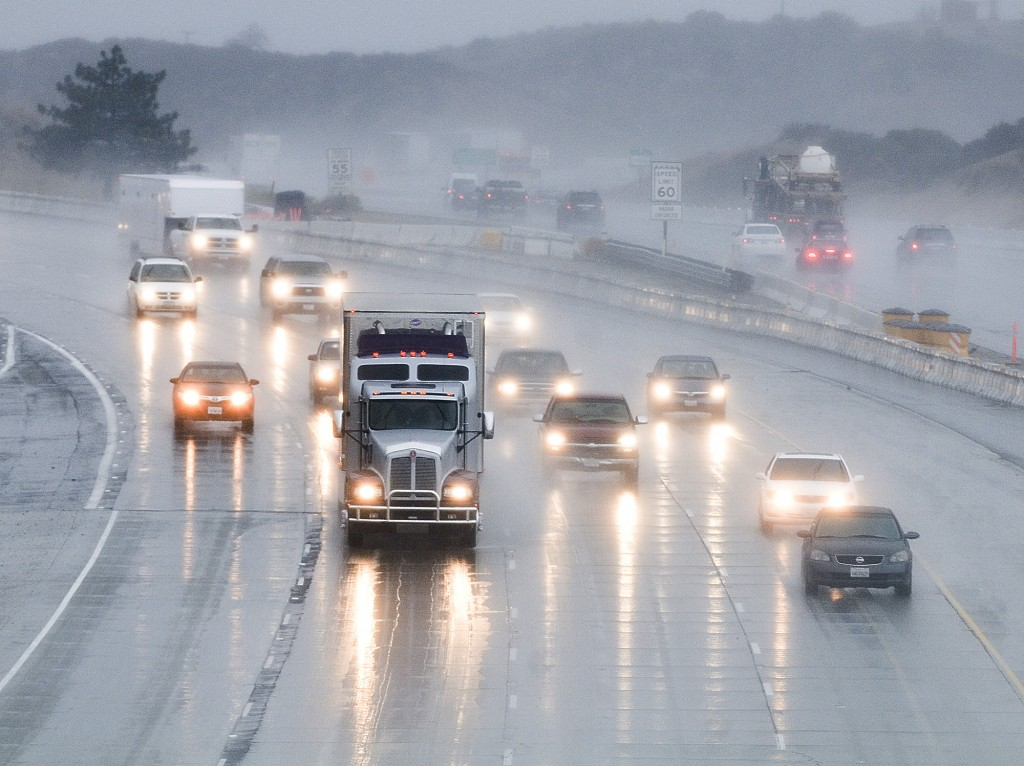 Northbound traffic travels on Interstate 15 near the top of the Cajon Pass near Oak Hills, Calif. on Tuesday, Dec. 2, 2014. Rain saturated the pass and the High Desert but did not cause flooding damage. (AP Photo/Daily Press, James Quigg)
