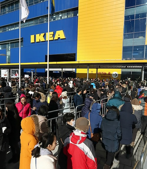 People line up in front of the Swedish furniture brand IKEA store in Gwangmyeong City, south of Seoul, on Dec. 18, 2014. IKEA plans to open four more stores in South Korea in the near future. (Yonhap)