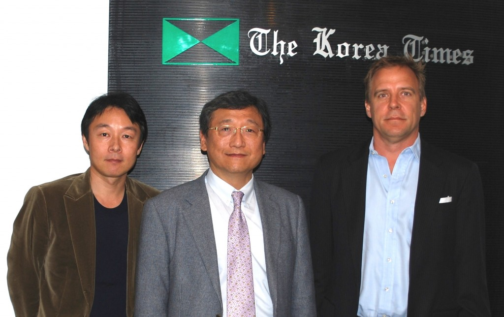 From left, Vice President of Operations of Inkor Technologies (IT) Calvin Jung, Executive Managing Director of RDC Dr. Cho Bong-gyoo and Co-Founder of IT James A, Slazas (Korea Times)