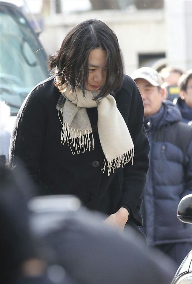 Cho Hyun-ah, former vice president of Korean Air, appeared at the Seoul Western Prosecutors' Office in Seoul on Dec. 17, 2014, to undergo interrogation over a flight delay at New York's JFK Airport. (Yonhap)