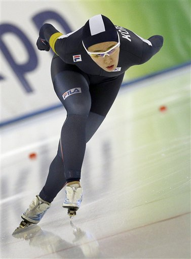 Lee Sang-hwa from South Korea competes during the Women's 500 meters race of the speed skating World Cup, in Berlin, Germany, Friday, Dec. 5, 2014. (AP Photo/Michael Sohn)