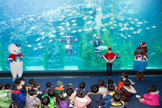 The aquarium inside the second Lotte World (Yonhap)