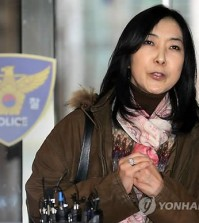 Shin Eun-mi speaks to reporters before facing police questioning over her alleged pro-North Korean remarks on Dec. 14, 2014. (Yonhap)