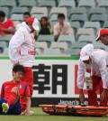 Lee Chung-yong was taken out on a stretcher last Friday. (Yonhap)