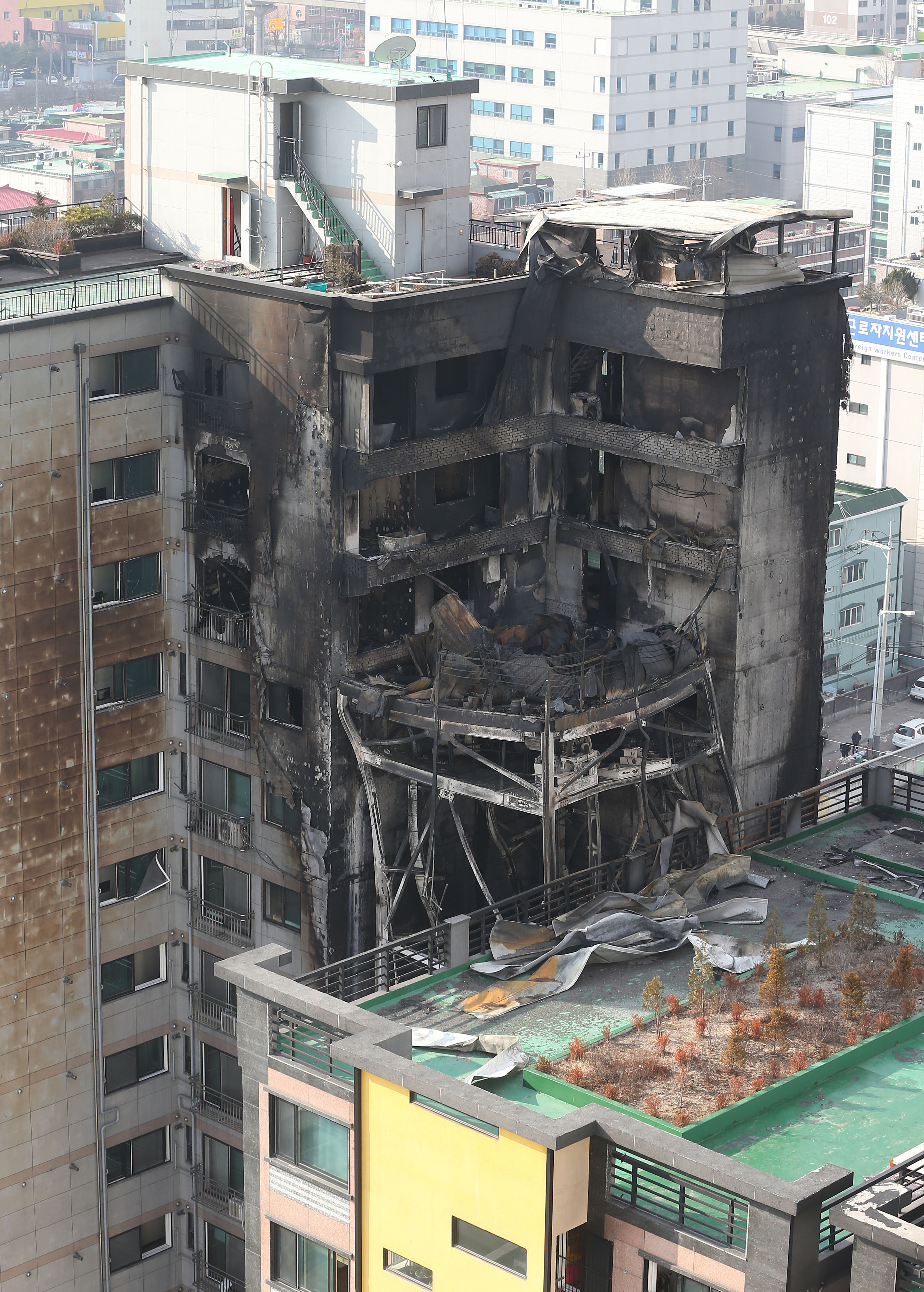 4 Dead 100 Injured In Apartment Building Fire Uijeongbu