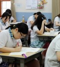 Senior students of a girls' high school in Seoul take a trial examination in preparation for November's College Scholastic Ability Test on June 12, 2014. (Yonhap)