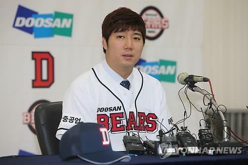 Jang Won-jun of the Doosan Bears speaks during a press conference in Seoul on Jan. 7, 2015. (Yonhap)