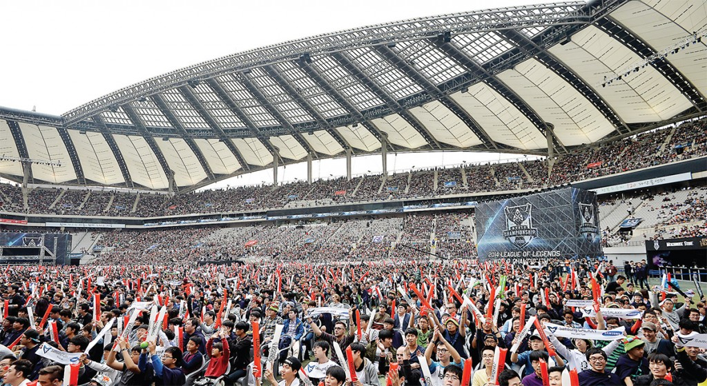 Over 40,000 spectators attend the final match of the fourth League of Legends' World Championship at the Seoul World Cup Stadium on Oct. 19, 2014. The Korea e-Sports Association (KeSpa), the country's e-sports governing body, was officially recognized as a second-tier sport by the Korean Olympic Committee (KOC) on Friday. (Courtesy of KeSpa)