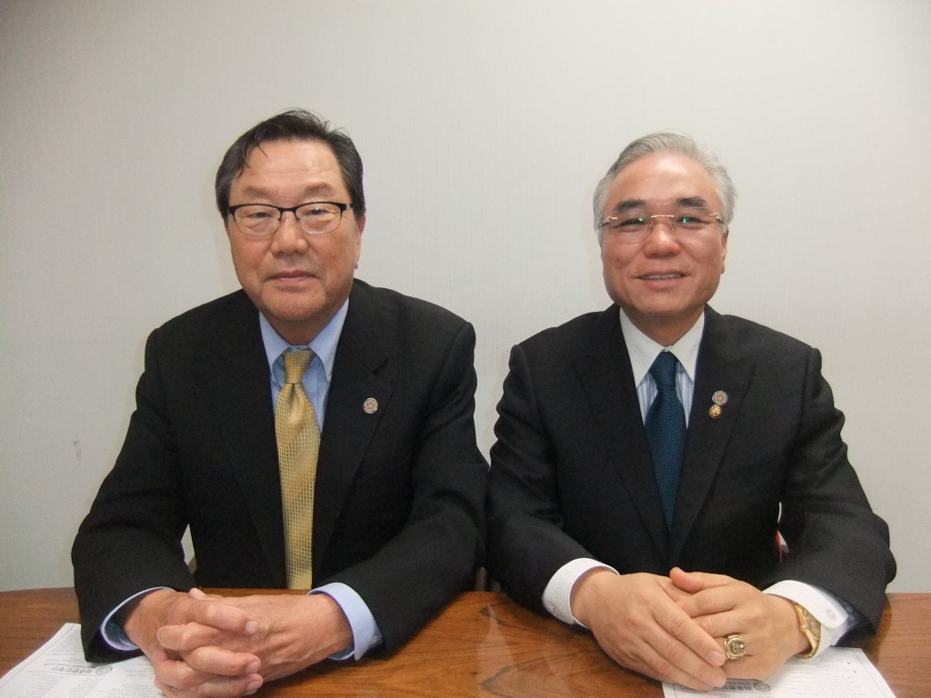 Korean American Federation leaders Kim Sung-woong, left, and Park Sang-won