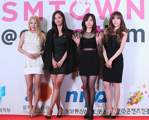 Members of K-pop girl group Girls' Generation pose during an event celebrating the opening of SMTOWN@coexartium in  Samseong-dong, southern Seoul, Tuesday. (Yonhap)