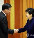South Korea's President Park Geun-hye with the vice premiere of China. (Yonhap)