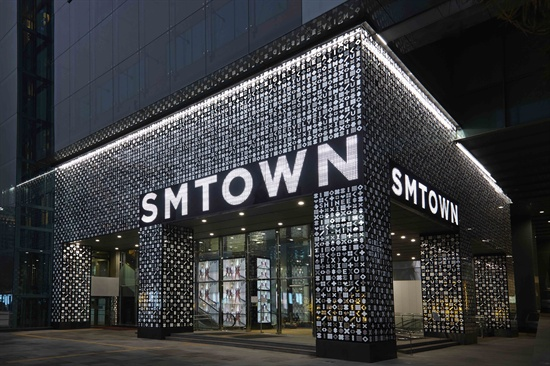 The exterior of six-floor SMTOWN@coexartium, a cultural facility for K-pop fans in Samseong-dong. (Courtesy of SM Entertainment)