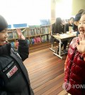 Children greet each other at an elementary school in Daejeon City, South Chungcheong Province, on Jan. 5, 2015, while touring the school two months ahead of beginning first grade. (Yonhap)