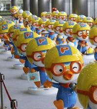 """Dolls featuring the globally popular Korean animation character """"Pororo"""" are displayed at a character licensing show in Seoul on July 17, 2013. The TV animation series """"Pororo the Little Penguin"""" debuted 10 years ago and has been exported to 120 countries around the world thus far. (Yonhap)"""