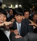 Won Sei-hoon (C), former head of the National Intelligence Service, leaves a courtroom at the Seoul Central District Court in Seoul on Sept. 11, 2014. Won will spend three years in prison for meddling in the 2012 presidential election. He was found guilty of spearheading an online smear campaign in favor of President Park Geun-hye, then the ruling party candidate. (Yonhap)