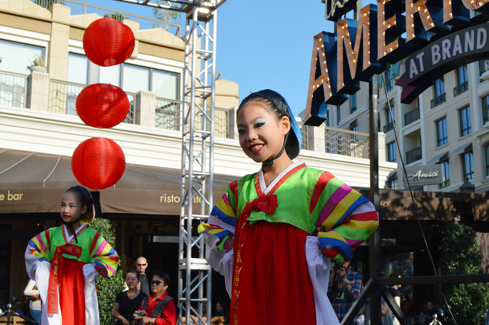 A young Korean folk dancer performs Sunday. (Tae Hong/Korea Times)