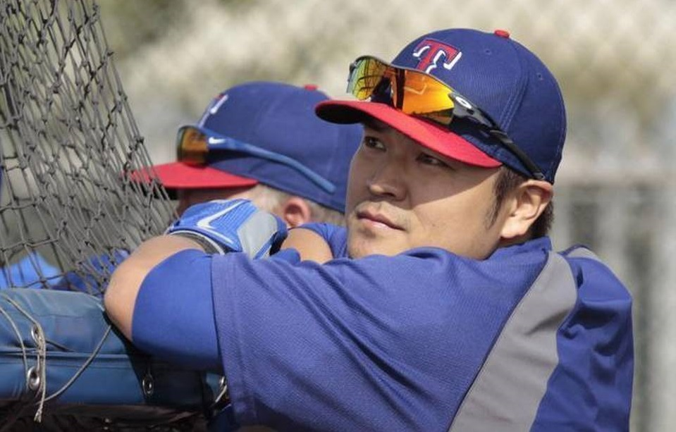 Texas Rangers outfielder Shin-Soo Choo watches batting practice at training camp in Surprise, Ariz. (AP Photo/The Fort Worth Star-Telegram, Ron T. Ennis)