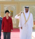President Park Geun-hye (L) attends an official welcoming ceremony in Abu Dhabi on March 5, 2015. (Yonhap)